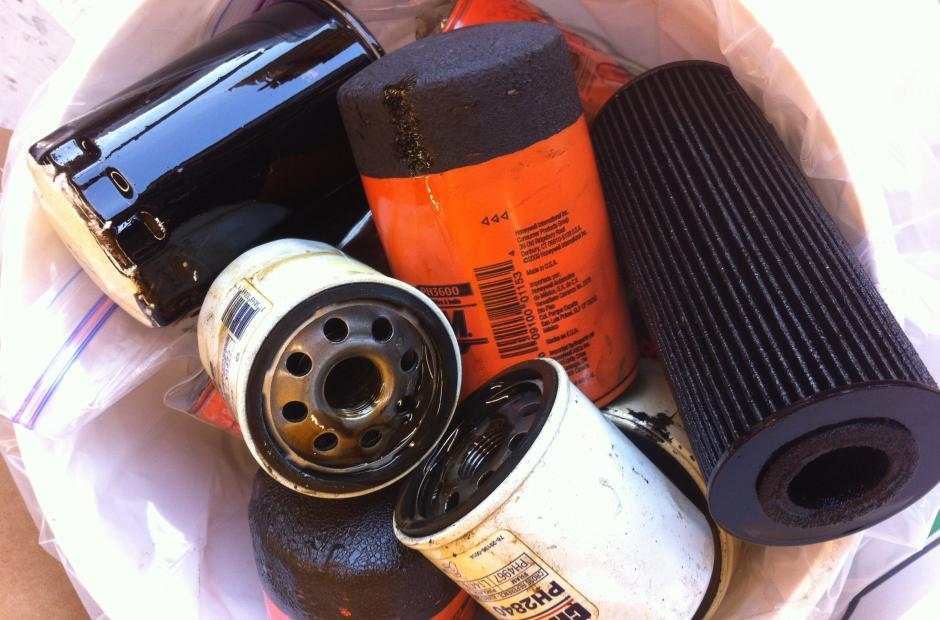 Safe waste disposal used oil and filters san mateo for Where to dispose of old motor oil